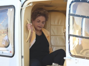 Dilma embarca para Porto Alegre para passar feriado com a família
