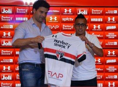 Cueva veste a camisa do São Paulo e sonha com Mundial de Clubes