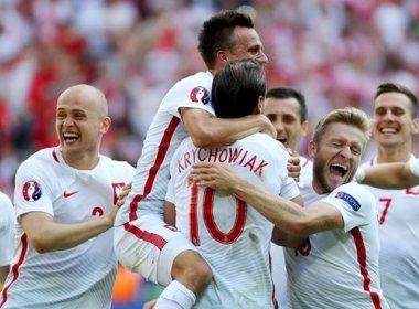 Polônia bate Suíça nos pênaltis e é a primeira classificada às quartas de final