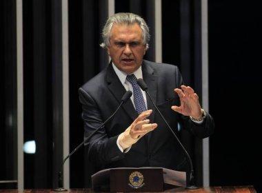 Líder da base do governo, Caiado sugere a Temer que renuncie ao mandato