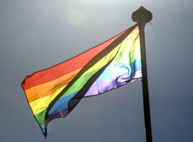 Proibida pelo governo, parada LGBT em Istambul é contida pela polícia