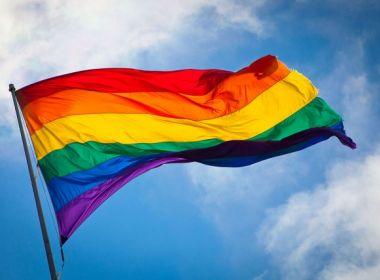 Artistas protestam contra 'cura gay' e aderem à campanha 'trate seu preconceito'