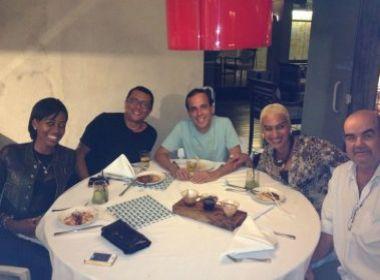 Produtora da Lavagem de Nova York se reúne com empresário e jornalista baianos