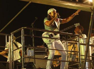 Claudia Leitte e Bell Marques continuam carnaval na arena Axé Moi em Porto Seguro