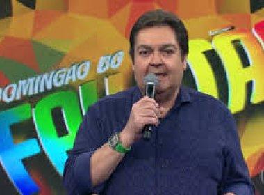 Faustão ostenta com relógio de R$400 mil para apresentar programa