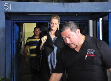 Abalada, Ana Hickmann presta depoimento à polícia após fã tentar matá-la