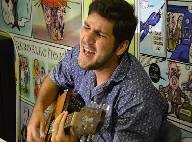 Compositor de sucessos do forró universitário baiano, Nonô Curvello lança carreira solo