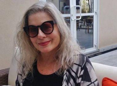 Após ser internada com pneumonia, Vera Fischer tranquiliza fãs: 'Estou bem melhor'