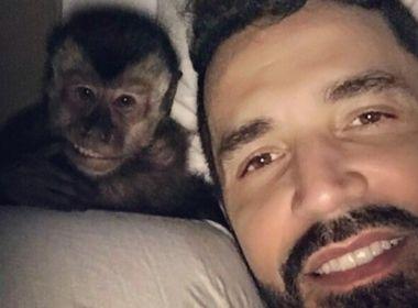 'Nunca vem me visitar; o macaco é mais importante', lamenta mãe de Latino na internet