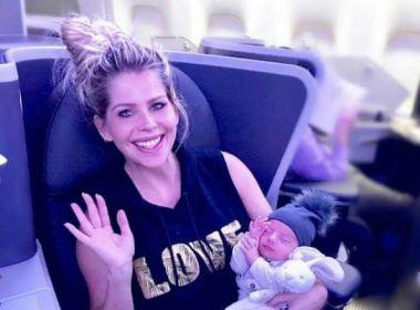 Após dar à luz em Miami, Karina Bacchi chega ao Brasil com o filho Enrico