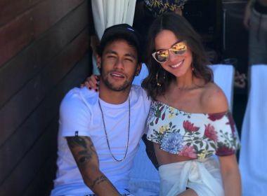 Bruna Marquezine perde voo e Neymar freta jatinho particular para ela