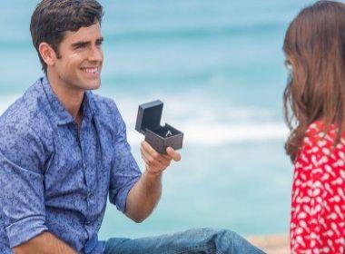 Na retal final de 'Haja Coração', Felipe pede Shirlei em casamento