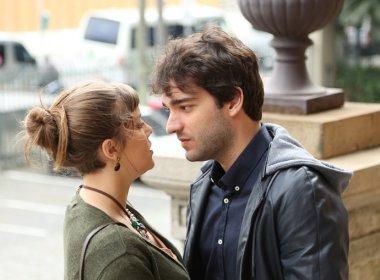 Nos próximos capítulos de 'A Lei do Amor', Tiago e Isabela irão se beijar
