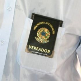 Justiça determina recolhimento de carteiras que concediam 'trânsito livre' a políticos