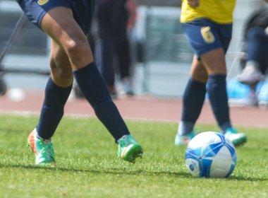Homem se lesiona em futebol e move ação contra empresa por acidente de trabalho