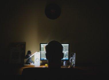 Hacker acusado de fraudar contas bancárias seguirá em prisão preventiva, decide STJ