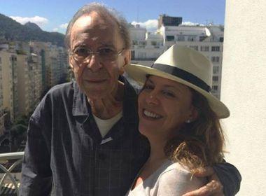 Filha de João Gilberto consegue na Justiça interdição do pai com saúde debilitada