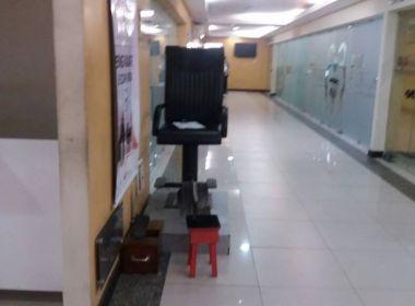 Banquinho da Vergonha: Advogada denuncia situação degradante de engraxate da Caab