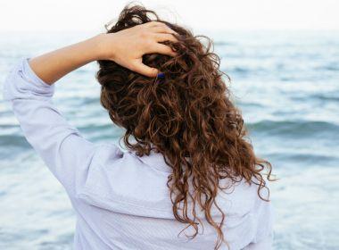Cuidados para garantir cabelos saudáveis durante a transição capilar