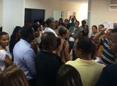 Lauro de Freitas: Protesto ocupa secretaria de educação e critica 'caos' em ensino