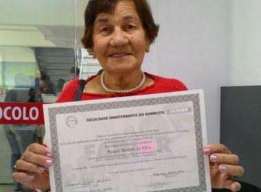 Lavradora de 90 anos conclui faculdade e arremata 'nunca é tarde para aprender'