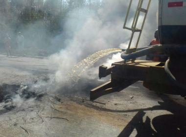 Caravelas: Motoristas fecham trecho da BR-101 e cobram reparo em via esburacada