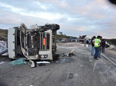 Jaguaquara: Motorista morre em batida que envolveu três caminhões na BR-116