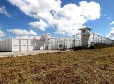 Cinco detentos são esfaqueados durante briga dentro de presídio de Eunápolis