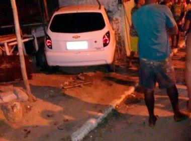 Saubara: Idosa morre após carro desgovernado invadir calçada e derrubar muro