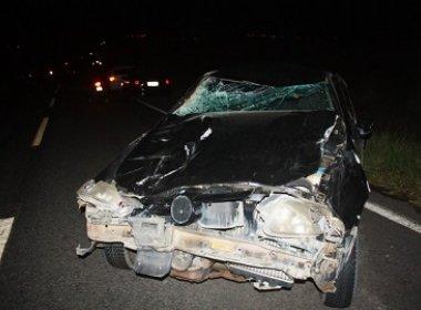 Carro de vice-prefeito de Lajedo Tabocal colide com cavalos na BA-250