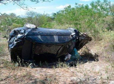 Mãe morre e filhos ficam feridos em acidente; jovens tentaram reanimar a mãe