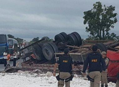 São Desidério: Dois morrem após moto bater em carreta tombada em acidente anterior