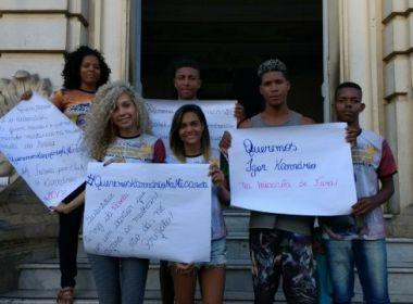 Fãs de Kannário ocupam prefeitura para exigir presença do cantor na Micareta de Feira