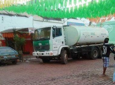Barra da Estiva: prefeito coloca caminhão do PAC em frente a bar para atacar oposição