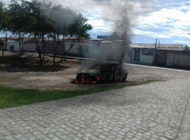 Feira: Viatura da prefeitura é incendiada após fiscalização contra 'ligeirinho'
