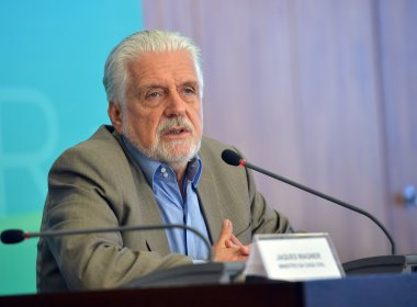 Wagner nega ser beneficiário de pensão para ex-governadores da Bahia