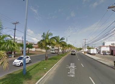 Mulher é atropelada em Itapuã; motorista fugiu do local