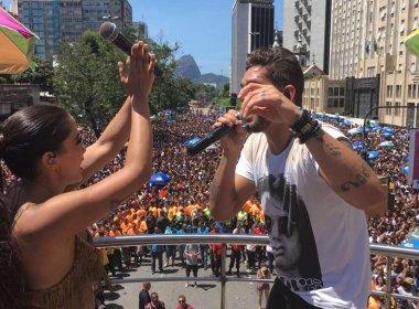 Com banda Eva, Anitta leva 180 mil foliões ao 'Bloco das Poderosas'