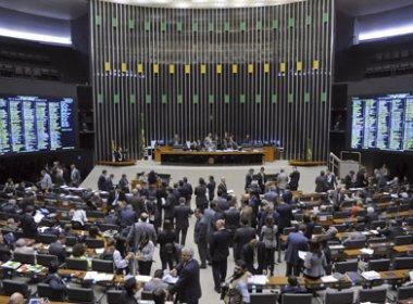 Proposta que reduz número de deputados e senadores ganha apoio em redes sociais