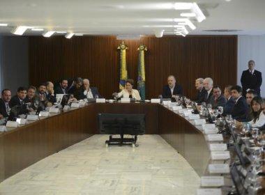 Dilma disse a prefeitos que considera condução de Lula 'exagerada' e 'desnecessária'
