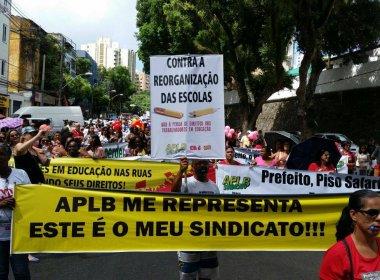 Em greve nacional, educadores baianos fazem protesto em Salvador