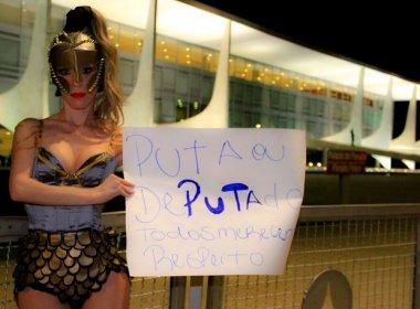 Ganhando R$ 30 mil por mês, mulher protesta em Brasília por valorização de prostitutas