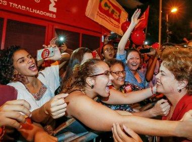 Dilma se emociona com ato em BH e faz críticas ao governo interino