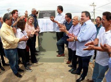 Caetité: Rui entrega estrada, viaturas da PM e máquinas para agricultura familiar