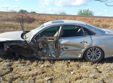 Juazeiro: Acidente entre carro e caminhão na BR-407 deixa uma pessoa ferida