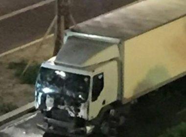 Caminhão avança sobre multidão e mata dezenas de pessoas no sul da França