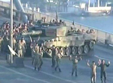 Turquia: Após tentativa de golpe, 30 governadores e 7.899 policiais são detidos