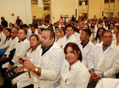 Contratos com médicos cubanos serão substituídos ainda este ano
