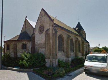 Ataque a tiros deixa um padre morto e um refém ferido na França