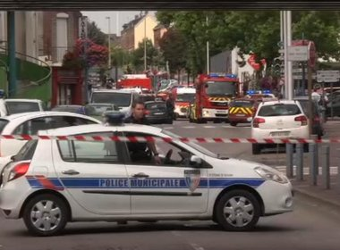 Presidente da França acusa Estado Islâmico por ataque em igreja